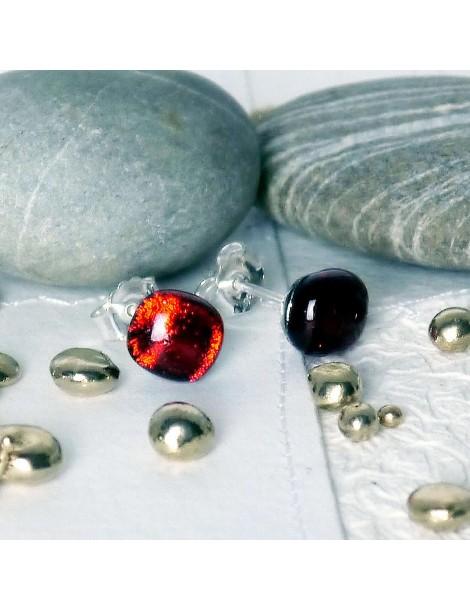 Puces d'oreilles Rouge Rubis artisanales en verre
