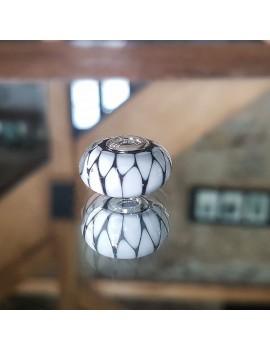 Charm noir et blanc artisanal en verre de Murano et argent 925